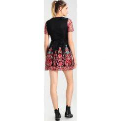 Sukienki hiszpanki: Missguided FLORAL EMBROIDERED SKATER Sukienka koktajlowa black