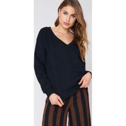 NA-KD Basic Bluza basic z dekoltem V - Black. Różowe bluzy damskie marki NA-KD Basic, prążkowane. Za 100,95 zł.