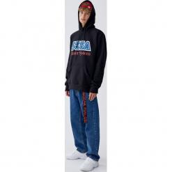Bluza Sega z kapturem i logo. Czarne bluzy męskie rozpinane Pull&Bear, m, z kapturem. Za 139,00 zł.