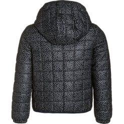 IKKS CARGO OH MY CAPTAIN Kurtka zimowa navy. Niebieskie kurtki chłopięce zimowe marki IKKS, z materiału. W wyprzedaży za 263,20 zł.