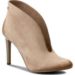 Szpilki CARINII - B3255 504-000-000-A92. Brązowe buty zimowe damskie Carinii, z nubiku. W wyprzedaży za 239,00 zł.