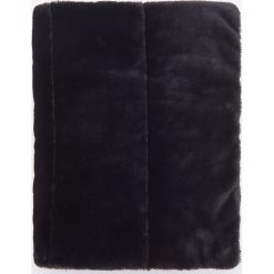Pikowane ponczo ze sztucznym futrem - Czarny. Czarne poncza marki Reserved. W wyprzedaży za 79,99 zł.