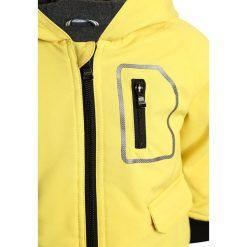 BOSS Kidswear BABY BLOUSON Kurtka zimowa anis. Żółte kurtki chłopięce zimowe marki BOSS Kidswear, z materiału. W wyprzedaży za 330,85 zł.