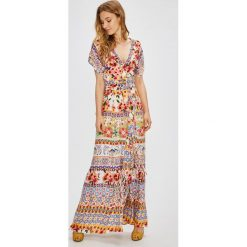 Desigual - Sukienka. Szare długie sukienki marki Desigual, na co dzień, z dzianiny, casualowe, z krótkim rękawem, proste. W wyprzedaży za 499,90 zł.