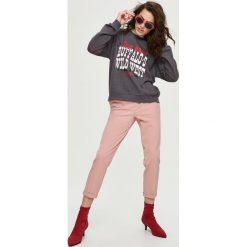 Bluzy rozpinane damskie: Bluza z napisem - Szary