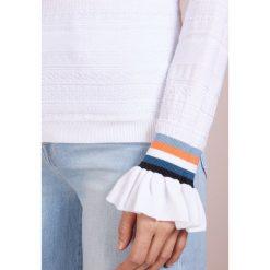BOSS CASUAL WAKETTA Sweter white. Białe swetry klasyczne damskie BOSS Casual, m, z bawełny. Za 579,00 zł.
