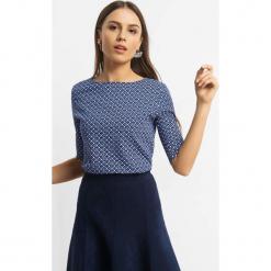 Koszulka z geometrycznym wzorem. Czarne bluzki longsleeves marki Orsay, xs, z bawełny, z dekoltem na plecach. Za 24,99 zł.