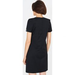 Simple - Sukienka. Czarne sukienki balowe marki bonprix, do pracy, w paski, z krótkim rękawem, mini, baskinki. Za 679,90 zł.