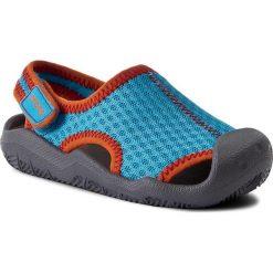 Sandały CROCS - Swiftwater Sandal K 204024 Cerulean Blue/Smoke. Niebieskie sandały chłopięce marki Crocs, z materiału, na rzepy. W wyprzedaży za 149,00 zł.