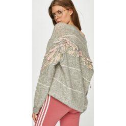 Miss Sixty - Sweter. Szare swetry klasyczne damskie Miss Sixty, m. W wyprzedaży za 639,90 zł.