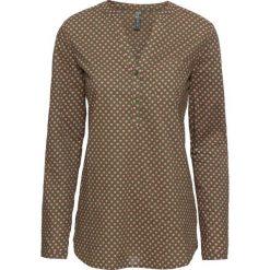 Bluzka z nadrukiem w serduszka bonprix oliwkowo-jasnoróżowy z nadrukiem. Zielone bluzki z odkrytymi ramionami marki bonprix, z nadrukiem, z dekoltem w serek. Za 69,99 zł.