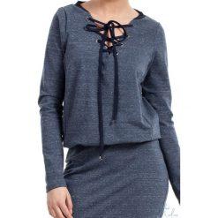 Sukienka z wiązaniem bee-022. Szare sukienki dresowe BEE, na co dzień, xl, dekolt w kształcie v, dopasowane. Za 139,90 zł.