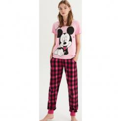 Dwuczęściowa piżama Mickey Mouse - Różowy. Czerwone piżamy damskie Sinsay, l, z motywem z bajki. Za 69,99 zł.