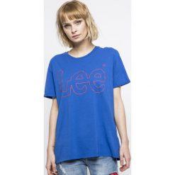 Lee - Top. Niebieskie topy damskie Lee, l, z nadrukiem, z bawełny, z okrągłym kołnierzem. W wyprzedaży za 79,90 zł.