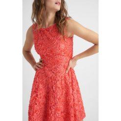 Sukienki: Sukienka ze strukturą