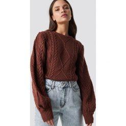 Trendyol Sweter ze splotem - Red. Czerwone swetry klasyczne damskie Trendyol, z dzianiny, z okrągłym kołnierzem. Za 121,95 zł.
