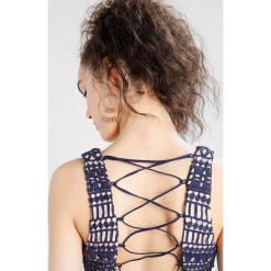 Sukienki hiszpanki: Love Triangle KEEP IT CROSSBACK MIDI DRESS Sukienka etui navy