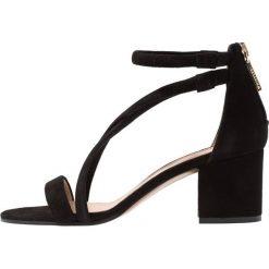 Whistles MARQUELLE Sandały black. Czarne sandały damskie Whistles, z materiału. W wyprzedaży za 735,20 zł.