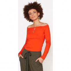 """Bluzka """"Hollyłódka"""" w kolorze pomarańczowym. Brązowe bluzki damskie marki RISK made in warsaw, xxs, z dekoltem w łódkę. W wyprzedaży za 169,95 zł."""