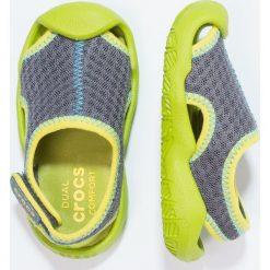 Crocs SWIFTWATER Sandały kąpielowe graphite/volt green. Szare sandały chłopięce marki Crocs, z gumy. Za 169,00 zł.