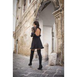 Sukienka The Hills. Czarne sukienki hiszpanki Pakamera, w koronkowe wzory, z koronki, mini. Za 349,00 zł.