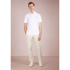 Polo Ralph Lauren SLIM FIT Koszula white. Szare koszule męskie slim marki Polo Ralph Lauren, l, z bawełny, button down, z długim rękawem. Za 439,00 zł.