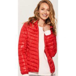 Pikowana kurtka z kapturem - Czerwony. Czarne kurtki damskie pikowane marki House, l, z nadrukiem. Za 99,99 zł.