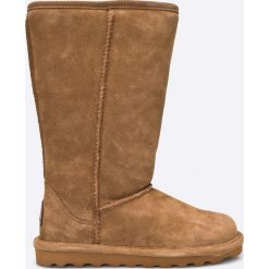 Bearpaw - Kozaki Elle Tall. Brązowe botki damskie na obcasie marki NEWFEEL, z gumy. W wyprzedaży za 299,90 zł.