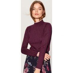 Dopasowany sweter z golfem - Bordowy. Czerwone golfy damskie marki Mohito, z bawełny. Za 89,99 zł.