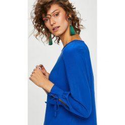 Medicine - Bluzka Secret Garden. Niebieskie bluzki asymetryczne MEDICINE, l, z materiału, casualowe, z okrągłym kołnierzem. W wyprzedaży za 49,90 zł.