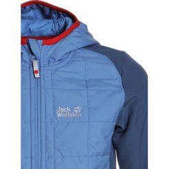 Jack Wolfskin GRASSLAND HYBRID Kurtka Softshell wave blue. Niebieskie kurtki chłopięce sportowe marki Jack Wolfskin, z elastanu. W wyprzedaży za 341,10 zł.