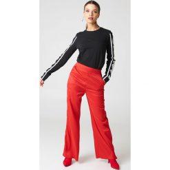 Spodnie z wysokim stanem: NA-KD Trend Spodnie dzwony z wysokim stanem – Red