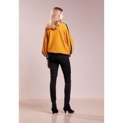 7 for all mankind Jeans Skinny Fit black. Czarne jeansy damskie relaxed fit 7 for all mankind, z bawełny. W wyprzedaży za 461,45 zł.