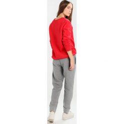 Calvin Klein Jeans PERSIS TRUE ICON TRACK PANT Spodnie treningowe light grey heather. Szare spodnie sportowe damskie marki Calvin Klein Jeans, s, z bawełny. W wyprzedaży za 359,20 zł.