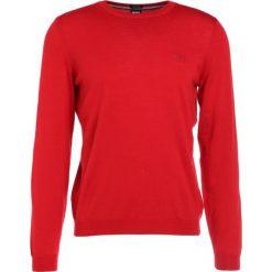 Swetry klasyczne męskie: BOSS ATHLEISURE CAIO Sweter medium red