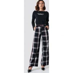 Spodnie damskie: NA-KD Trend Rozszerzane spodnie garniturowe - Black,Grey,Multicolor