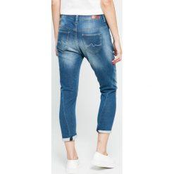 Pepe Jeans - Jeansy Topsy. Niebieskie jeansy damskie Pepe Jeans, z aplikacjami, z bawełny. W wyprzedaży za 299,90 zł.