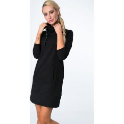 Sukienki dresowe: Sukienka dresowa z kominem czarna 1626