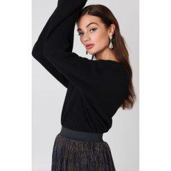 NA-KD Krótki sweter z dzianiny z długim rękawem - Black. Czarne swetry klasyczne damskie NA-KD, z dzianiny. Za 121,95 zł.