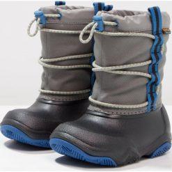 Crocs SWIFTWATER WATERPROOF  Kalosze black/blue jean. Różowe buty zimowe damskie marki Crocs, z materiału. W wyprzedaży za 153,45 zł.