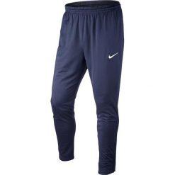 Chinosy chłopięce: Nike Spodnie juniorskie Libero Technical Knit granatowe r. L (588393)