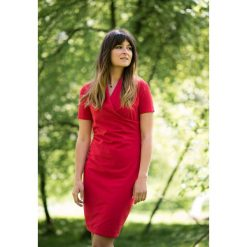 Sukienka kopertowa do karmienia czerwona. Czerwone sukienki dziewczęce Pakamera, z kopertowym dekoltem. Za 249,00 zł.