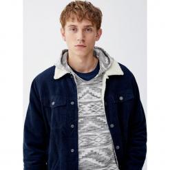 Bluza z kapturem typu ponczo. Czarne bluzy męskie rozpinane marki Pull&Bear, m. Za 109,00 zł.