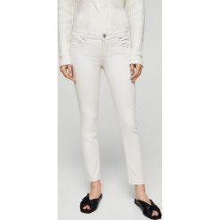 Mango - Jeansy Merycol. Białe jeansy damskie Mango, z obniżonym stanem. W wyprzedaży za 69,90 zł.