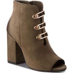 Botki CARINII - B4236  I43-000-000-C00. Zielone buty zimowe damskie Carinii, z nubiku, na obcasie. W wyprzedaży za 259,00 zł.
