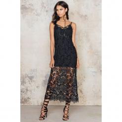 NA-KD Boho Długa szydełkowa sukienka - Black. Niebieskie długie sukienki marki NA-KD Boho, na imprezę, w koronkowe wzory, z koronki, boho, na ramiączkach. W wyprzedaży za 78,89 zł.
