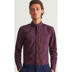Koszula regular fit - Bordowy. Czerwone koszule męskie marki Cropp, l. Za 69,99 zł.