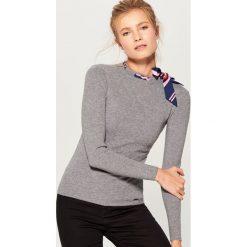 Sweter z kokardą - Szary. Szare swetry klasyczne damskie Mohito, l, z kokardą. Za 89,99 zł.