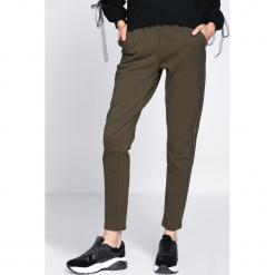 Ciemnozielone Spodnie Dresowe Extradition. Czarne spodnie dresowe damskie marki Born2be, l. Za 59,99 zł.