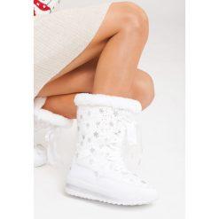 Białe Śniegowce Enumeration. Brązowe buty zimowe damskie marki vices, z materiału, ze szpiczastym noskiem, na wysokim obcasie, na obcasie. Za 89,99 zł.